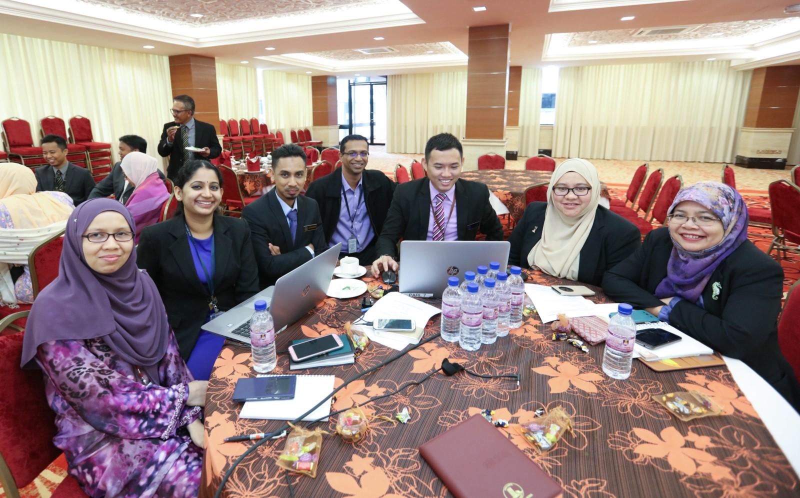 etika perhubungan awam malaysia Perhubungan awam boleh didefinisikan sebagai suatu fungsi pengurusan yang bersifat berterusan dan dirancang dimana sesebuah organisasi akan mencari jalan untuk.
