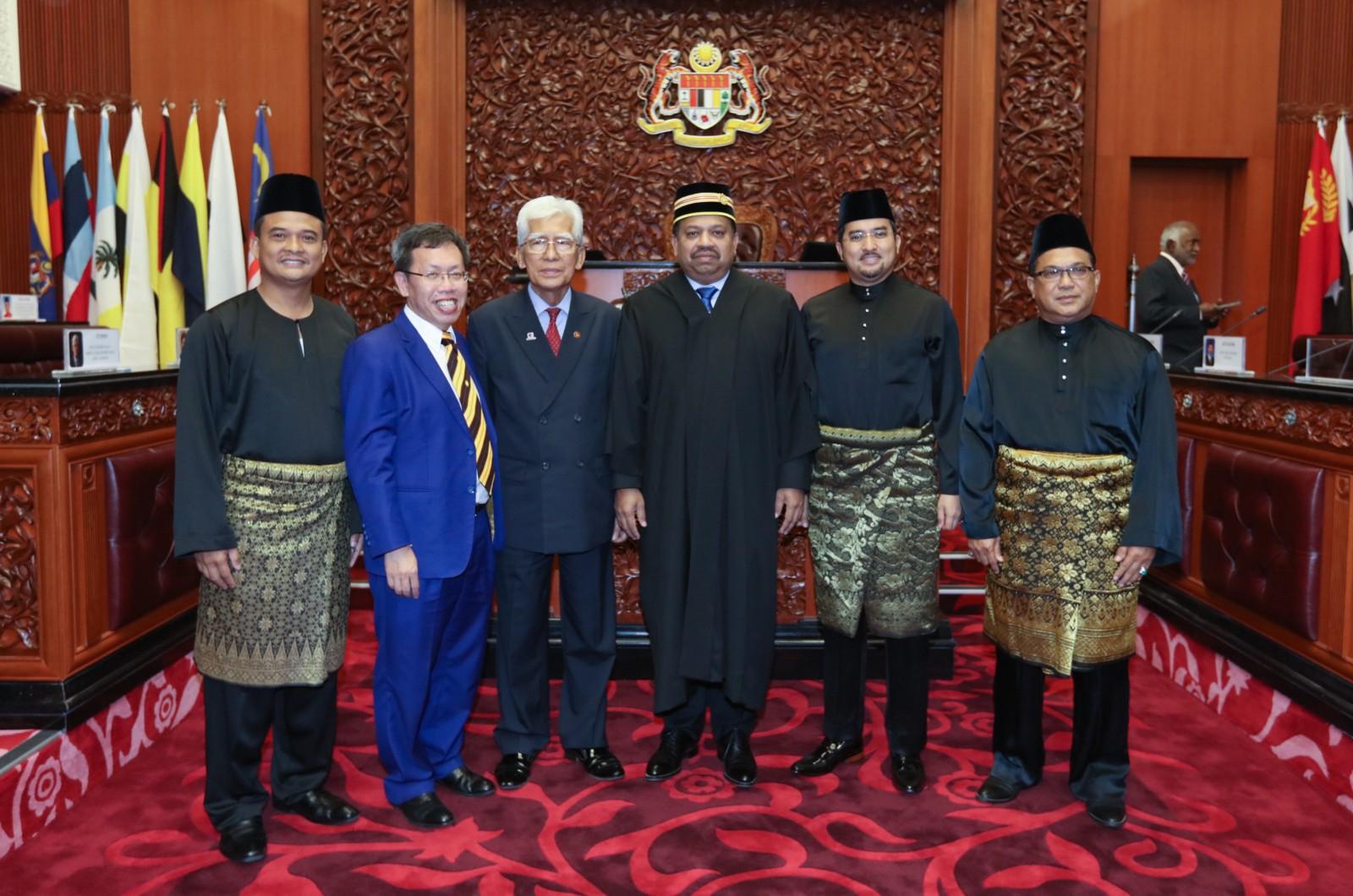 empat-senator-angkat-sumpah-ahli-dewan-negara