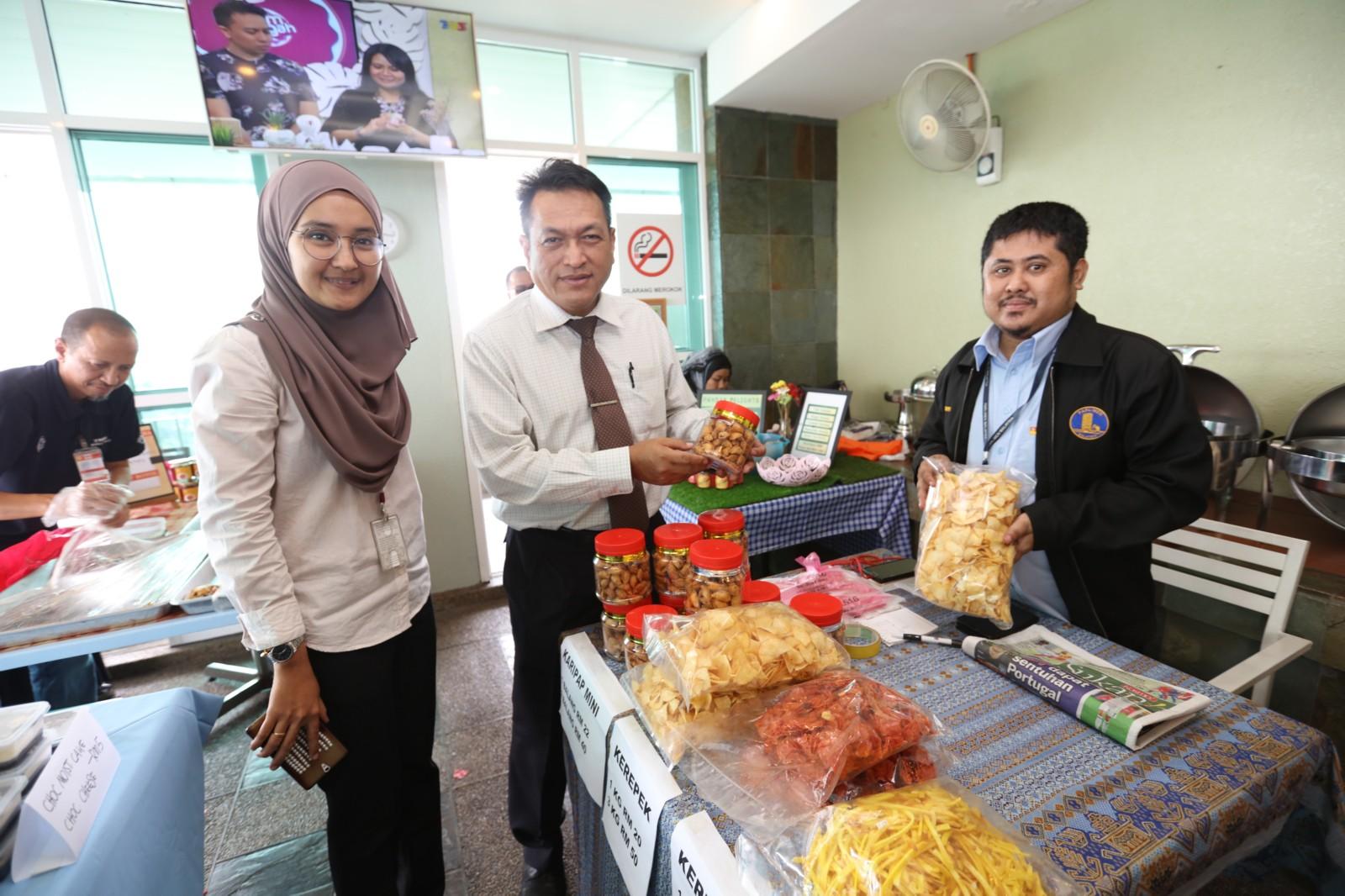 puspanita-anjur-program-staff-day-sale