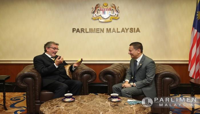 KUNJUNGAN HORMAT KE ATAS YB DATUK AZHAR AZIZ..A 23 MAC 2021 (SELASA) DI PARLIMEN MALAYSIA.