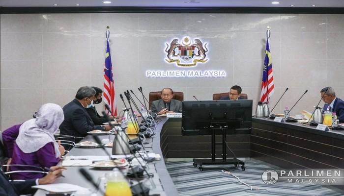 SESI PEMBENTANGAN KAJIAN KERTAS STATUT AHLI ..PARLIMEN DAN PENTADBIRAN, PARLIMEN MALAYSIA.